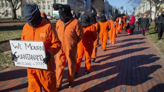 Um dos prisoneiros de Guantánamo é Toffiq al-Bihani, que está preso há oito anos sem julgamento