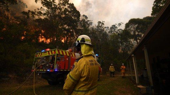 O primeiro-ministro, fortemente criticado pela gestão da crise, declarou ser necessário criar uma comissão de inquérito sobre os incêndios.