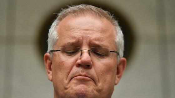 A desculpa do primeiro-ministro chega depois de na sexta-feira milhares de pessoas se terem manifestado em várias cidades da Austrália para pedir a sua demissão