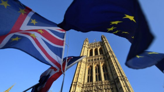 """Segundo o estudo da Bloomberg, """"a economia britânica está 3% mais pequena do que poderia estar caso a relação [com a União Europeia] se tivesse mantido"""""""