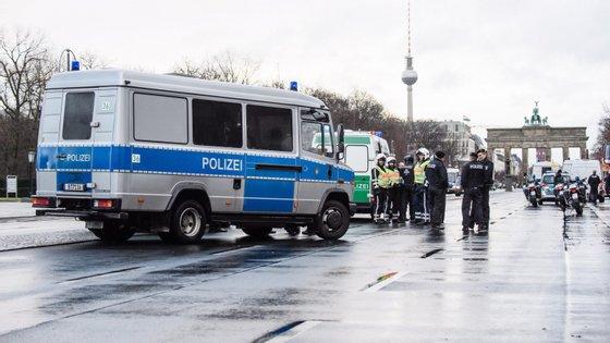 As autoridades alemãs estão em alerta para a ameaça de grupos islâmicos que paira sobre o país desde o ataque com um camião no mercado de Natal, reivindicado pelo grupo Estado Islâmico, em dezembro de 2016 em Berlim