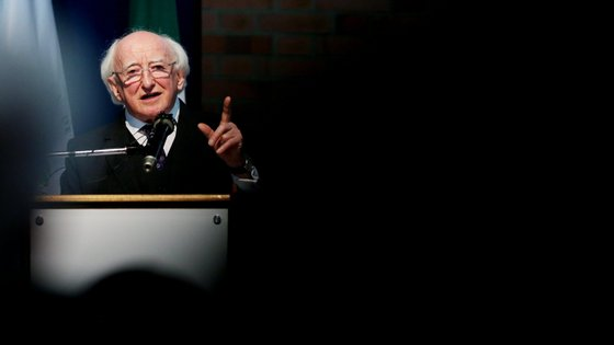 Higgins formalizou a dissolução do parlamento irlandês (Dáil), iniciando um período máximo de 30 dias para a realização das eleições legislativas.