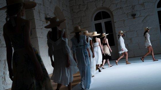 Sophia Kah, Katty Xiomara, Luís Buchinho, Miguel Vieira, Hugo Costa e Alexandra Moura estão entre os criadores portugueses que marcam presença nas semanas da moda internacionais com o apoio do Portugal Fashion