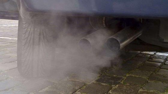 Dois dos veículos mais vendidos na Europa com motor diesel foram testados por uma entidade que concluiu que a emissão de partículas ultrapassava em 1000 vezes o valor máximo permitido