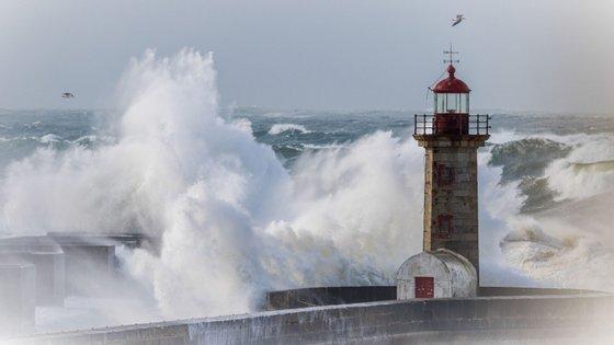 Viana do Castelo, Vila Real, Braga e Porto deverão ser os distritos mais afetados pelo mau tempo