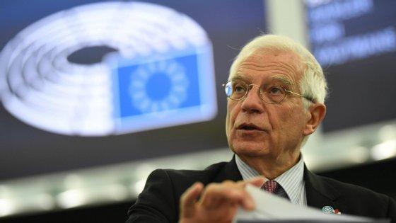 """""""Se houver uma trégua na Líbia, a UE deve estar preparada para ajudar na sua aplicação e monitorização, eventualmente com militares, no âmbito de uma missão europeia"""", disse o Alto Representante para a Política Externa da UE"""
