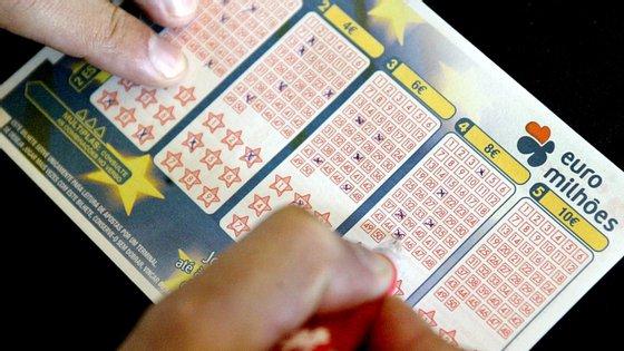 A chave vencedora do concurso 005/2020 do Euromilhões é composta pelos números 08 - 19 - 20 - 29 - 44 e pelas estrelas 03 e 08