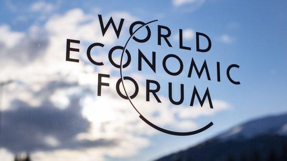 O chefe da diplomacia iraniana, Mohamd Javad Zarif, foi convidado a participar na conferência