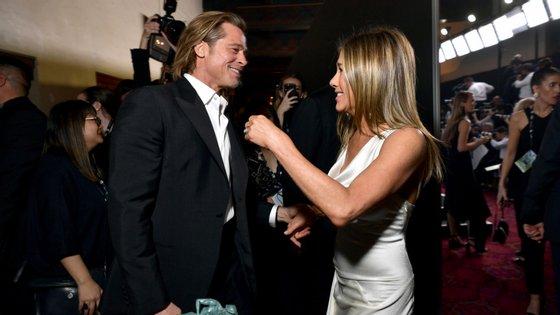 O encontro aconteceu por fim na noite de domingo, nos bastidores dos SAG Awards, já depois de cada uma das celebridades arrematar o respetivo troféu