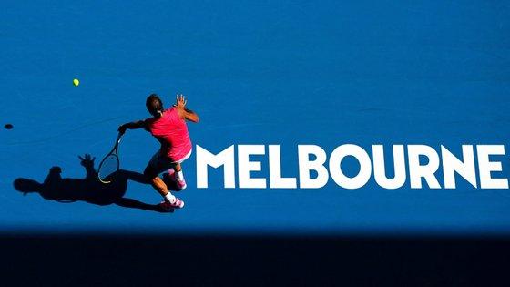 Rafael Nadal vai defrontar na segunda ronda o vencedor do encontro entre o português João Sousa e o argentino Federico Delbonis, que se realiza esta terça-feira