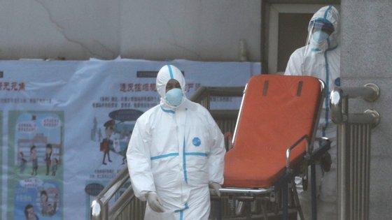 Nova pneumonia já causou seis mortos e infetou cerca de 300 pessoas, alastrando-se a vários países asiáticos