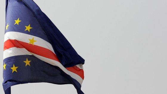 Os turistas brasileiros vão passar a estar isentos de vistos em passaporte para entrar em Cabo Verde a partir de fevereiro, medida com a qual o governo cabo-verdiano pretende atrair um novo nicho turístico
