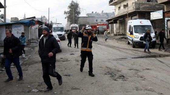 Entre as vítimas, 10 civis -- oito dos quais da mesma família -- foram mortos em ataques na zona oeste da província de Alepo, um setor ocupado por 'jihadistas' e rebeldes e adjacente à província de Idlib