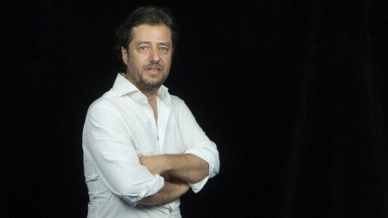 Miguel Poiares Maduro, Lídia Pereira, Duarte Marques,  Leitão Amaro e Carlos Coelho são os primeiros subscritores da moção