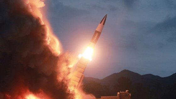 Os EUA exigem que a Coreia do Norte renuncie imediatamente a todo o seu arsenal nuclear