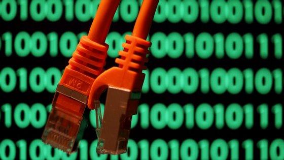 """O circuito de internet de Cabo Verde para Portugal está """"totalmente disponível"""", mas a 16 de janeiro o fornecedor teve um corte na ligação Lisboa-Londres, e passou a suportar o serviço à internet via Lisboa-Madrid, explicou o presidente da CVTelecom"""