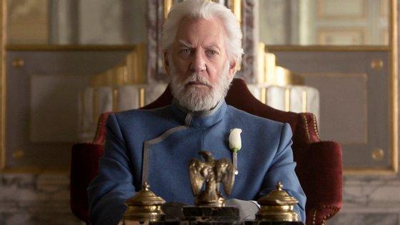 Nos filmes da saga, Coriolanus Snow é interpretado por Donald Sutherland