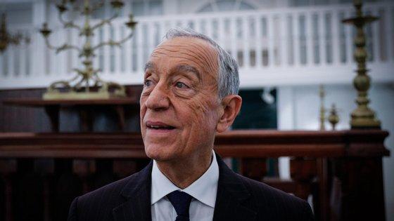 """""""Os sinais que me chegam, mas como disse acabei de chegar a Portugal, são de que não há razão para nem a economia nesses setores, nem os trabalhadores, nem os que têm a ver com as empresas, fornecedores ou clientes, estarem preocupados com isso"""", afirmou Marcelo Rebelo de Sousa"""