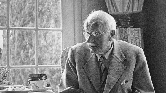 O psiquiátrico suíço Carl Gustav Jung nasceu em 1875 e morreu em 1961