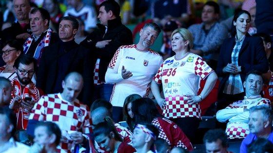 Kolinda Grabar-Kitarović, presidente da Croácia, marcou presença em Estocolmo para a final do Europeu de andebol