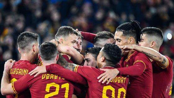 Capitão Dzeko voltou a marcar mas Roma não saiu em festa após empate num dérbi onde foi melhor diante da Lazio