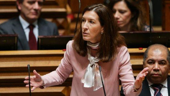 """Cecília Meireles destaca o """"caráter cirúrgico"""" das propostas considerando que """"podem melhorar um Orçamento"""" com o qual o CDS não concorda."""