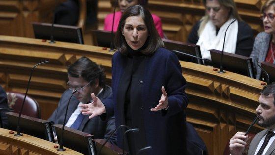 """Ana Catarina Mendes diz que proposta do PSD para reduzir IVA da luz é uma """"tremenda irresponsabilidade"""""""