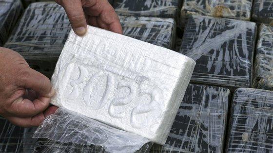 Segundo a PJ, caso a cocaína chegasse aos circuitos ilícitos de distribuição seria suficiente para a composição de pelo menos 76.500 doses individuais