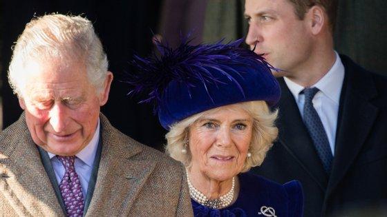 A ser verdade, o filho do casal foi concebido quando Carlos tinha ainda 17 anos. Camilla tinha 18