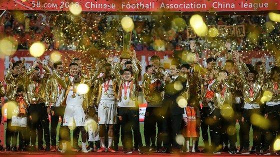 Equipa chegou a Xangai, a cerca de mil quilómetros de Wuhan, a 2 de janeiro para iniciar os preparativos para a pré-temporada