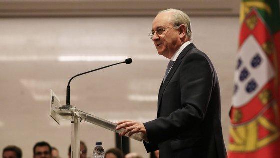 """""""Já ontem, o sr. ministro Mário Centeno parecia seguir a mesma linha de pensamento, só que com bastante menos competência discursiva"""", escreveu Rui Rio"""