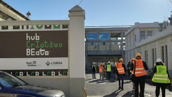 Uma das entradas do espaço que será o Hub Criativo do Beato, ainda em construção