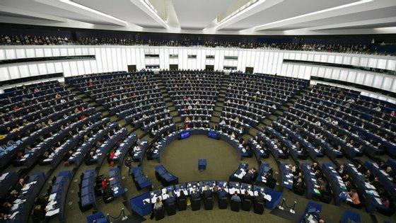 73 eurodeputados britânicos deixaram o Parlamento Europeu no passado dia 31 de janeiro, aquando da saída do Reino Unido da UE, sendo agora substituídos por 27 eleitos de França, Espanha, Finlândia, Irlanda, Itália, Suécia, Croácia, Eslováquia, Roménia, Dinamarca, Polónia, Estónia, Áustria e Holanda