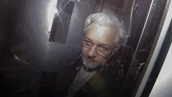 A extradição de Julian Assange foi pedida pelos Estados Unidos por 18 presumíveis delitos de espionagem e conspiração por cometer ingerência informática
