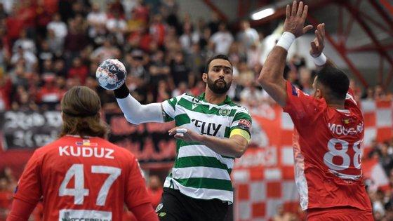 Frankis Carol, capitão e um dos mais experientes do Sporting, fez um jogo desastrado em Bucareste na eliminação dos leões da Champions