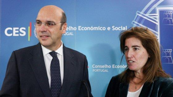 Horas depois de Pedro Siza Vieira anunciar que privados iam receber baixas por quarentena a 55%, Ana Mendes Godinho garantiu que todos os trabalhadores vão ter direitos iguais — e receber a 100%