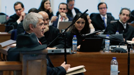 O ex-primeiro-ministro José Sócrates dentro da sala de audiências, onde esteve a prestar declarações
