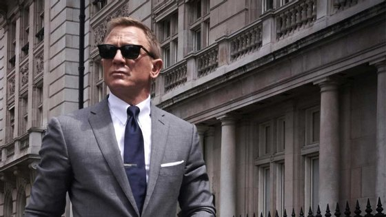 Poster do próximo filme da saga 007, que voltará a ter o ator Daniel Craig como protagonista, no papel de James Bond