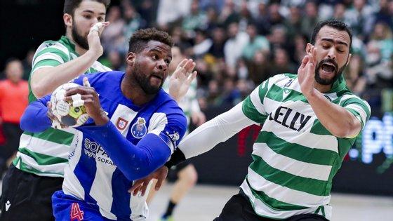 Victor Iturriza, com dois golos e grande importância no plano defensivo, ajudou FC Porto a vencer Sporting e Frankis Carol (oito golos)