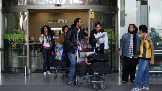 Na sequência da privatização de 51% do capital social da Transportes Aéreos de Cabo Verde, esta ligação regular foi terminada no mês passado