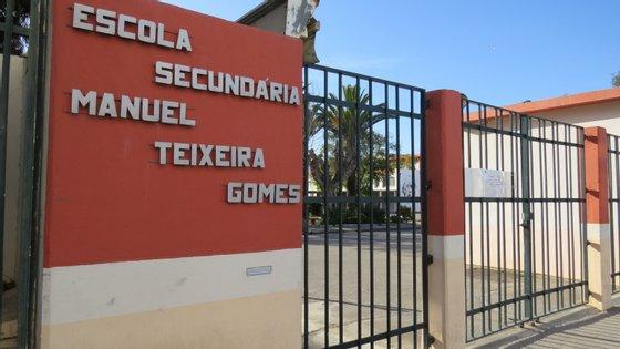 Duas escolas encerradas em Portimão. Mãe de aluna infetada foi o 31.º caso em Portugal