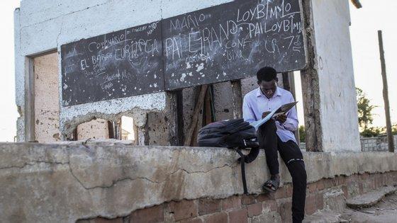 3.500 salas de aula foram atingidas pelo ciclone nos estabelecimentos de ensino do Centro de Moçambique, sobretudo ficando sem cobertura