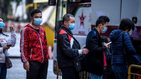 O governo proibiu as pessoas de andarem nos transportes públicos sem máscaras