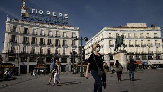 A Praça das Portas do Sol, em Madrid, cidade mais afetada pelo Covid-19 em Espanha