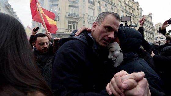 A 3 de março, Javier Ortega Smith esteve no meio da multidão numa manifestação -- onde não faltaram abraços