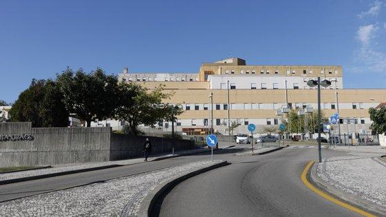 Os médicos do Hospital São Sebastião tinham um pedido: que lhes fossem disponibilizadas tendas no exterior para poderem descansar mais perto do hospital