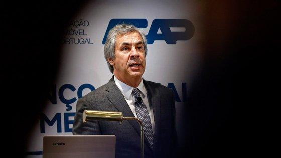O secretário-geral da Associação Automóvel de Portugal (ACAP), Hélder Pedro, considera que a pandemia do coronavírus justifica, da parte do Governo, medidas específicas para um sector que, em Portugal, emprega directamente cerca de 200 mil pessoas