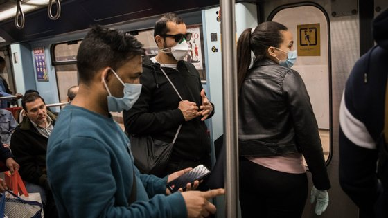 O uso de máscara cirúrgica já é muito frequente em Portugal desde o início da pandemia