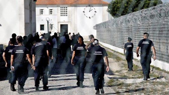 O secretário de estado Adjunto e da Justiça reuniu esta quarta-feira com os sindicatos dos guardas prisionais