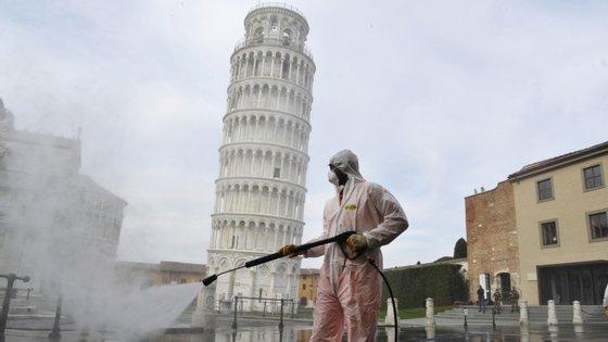 Na quarta, 18 de março, a Europa já tinha ultrapassado a China no número de infetados, depois de ter passado a barreira dos 90 mil casos